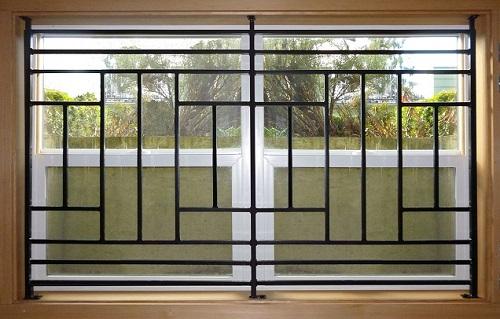 حفاظ پنجره اهنی